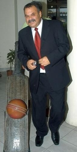 ڈیو واٹمور، پاکستان کرکٹ ٹیم کے نئے غیر ملکی کوچ کے لیے سب سے مضبوط امیدوار: ذرائع