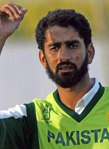 شبیر احمد نے پہلے ہی ٹیسٹ میں 8 وکٹیں حاصل کر کے اپنی دھماکے دار آمد کا اعلان کیا تھا (تصویر: AFP)