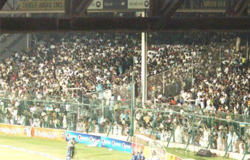 کراچی کے عوام مقامی ٹیم کی کارکردگی کو دیکھنے کے لیے بڑی تعداد میں نیشنل اسٹیڈیم آئے (تصویر: Faysal Cricket)