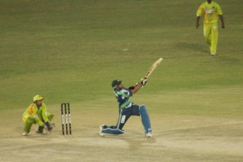 شاہد آفریدی نے اسلام آباد کے باؤلنگ اٹیک کو آڑے ہاتھوں لیا (تصویر: Faysal Cricket)