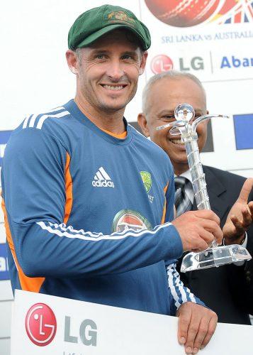 'مسٹر کرکٹ' مائیکل ہسی کو دورے میں شاندار کارکردگی پر سیریز کا بہترین کھلاڑی قرار دیا گیا (تصویر: AFP)