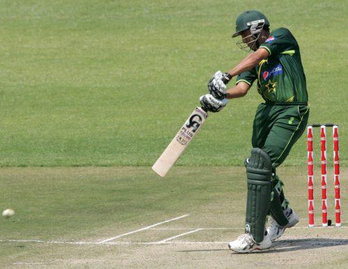 یونس خان نے کیریئر کی 50 ویں نصف سنچری بنائی اور بعد ازاں سیریز کے بہترین کھلاڑی قرار پائے (تصویر: AFP)