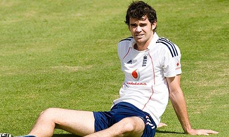 جمی اینڈرسن تشویش میں مبتلا ہیں کہ کہیں وہ ٹیم میں اپنی جگہ مستقلاً نہ کھو بیٹھیں (تصویر: Gareth Copley)