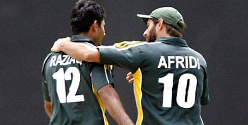 شاہد آفریدی اور عبد الرزاق آسٹریلیا کی بگ بیش لیگ میں بھی ایک ہی ٹیم کے ساتھی ہیں (تصویر: Reuters)