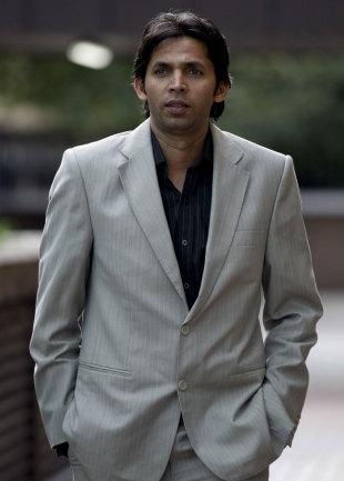 """محمد آصف کے وکیل الیگزینڈر ملنے سے """"نیوز آف دی ورلڈ"""" کی دکھتی رگ """"فون ہیکنگ"""" پر ہاتھ رکھا (تصویر: AP)"""