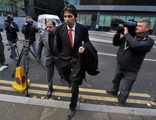 محمد آصف مقدمے کے 18 ویں روز عدالت میں پیش ہونے کے لیے آ رہے ہیں (تصویر: AFP)