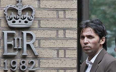 محمد آصف اور سلمان بٹ عدالت میں پیش ہوئے اور لگائے گئے الزامات کی تردید کی (تصویر: AP)