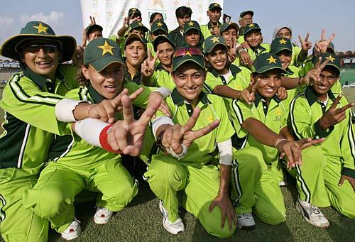 پاکستان خواتین ٹیم نے اگلے ماہ عالمی کپ کوالیفائرز کھیلنے ہیں (تصویر: AFP)
