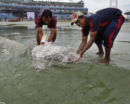 چٹاگانگ کی موسلادھار بارش نے دو روز کا کھیل ضایع کر دیا (تصویر: AP)