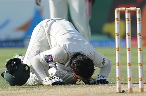 توفیق عمر کی پہلی ڈبل سنچری نے پاکستان کو سری لنکا پر بڑی برتری حاصل کرنے میں مدد دی (تصویر: AFP)