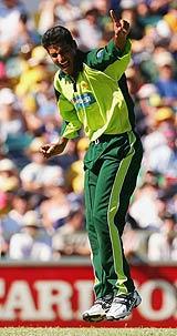محمد خلیل 2004ء اور 2005ء میں پاکستان کی جانب سے دو ٹیسٹ کھیل چکے ہیں تاہم کوئی وکٹ حاصل نہ کر پائے (تصویر: Getty Images)