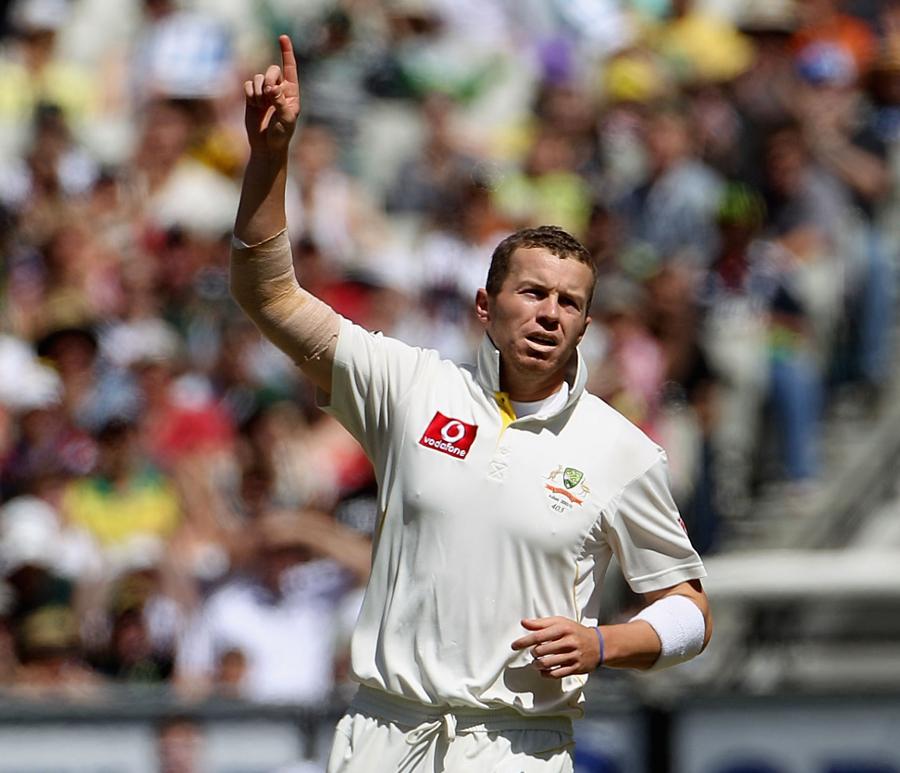 آسٹریلیا کے سب سے زیادہ تجربہ گیند باز پیٹر سڈل نے 25 ٹیسٹ کھیل رکھے ہیں جبکہ دوسرے تجربہ ترین باؤلر ناتھن لیون نے محض 5 (تصویر: Getty Images)