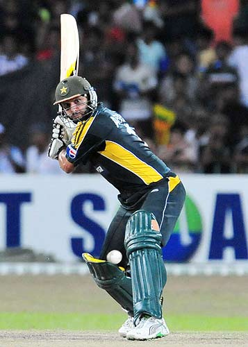 Shahid Afridi is near to make record of 300 sixes in ODIs