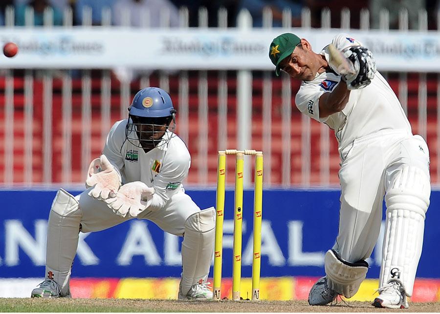 یونس خان نے کیریئر کی 18 ویں سنچری 188 گیندوں پر بنائی (تصویر: AFP)