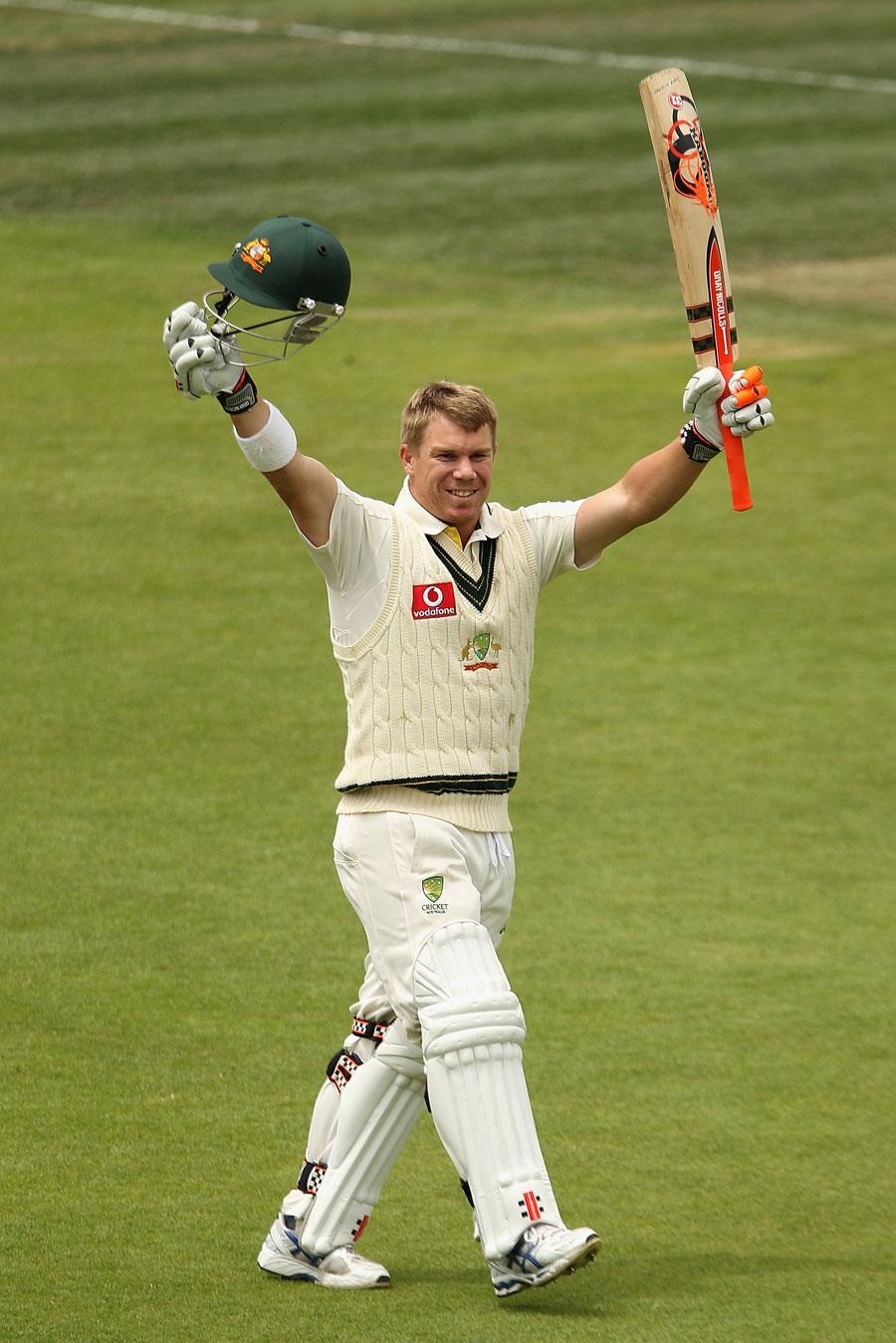 ڈیوڈ وارنر کی 'بیٹ کیری' اننگز بھی آسٹریلیا کو شکست سے نہ نکال پائی البتہ میچ کے بہترین کھلاڑی کا اعزاز ان کے نام رہا (تصویر: Getty Images)