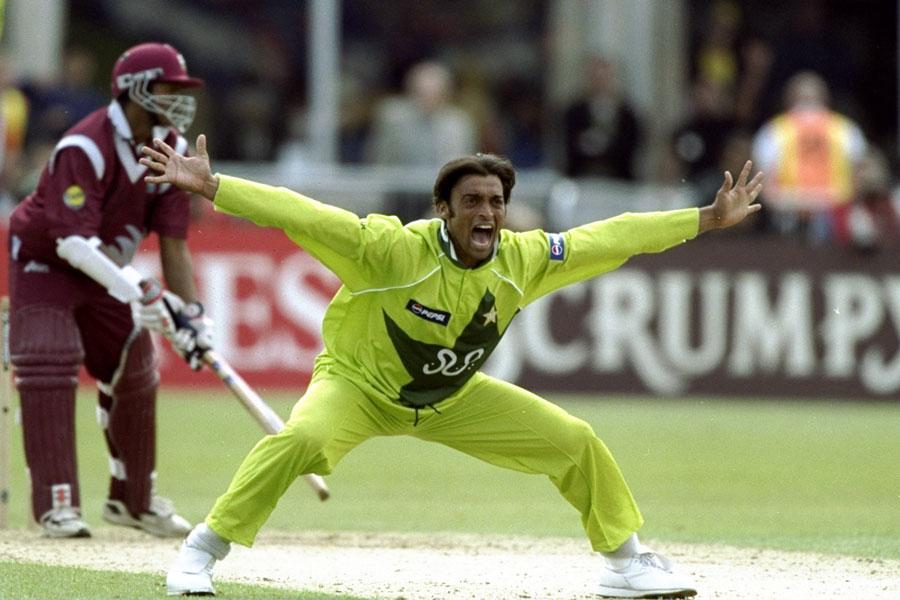 ویسٹ انڈیز کے خلاف پاکستان کے پہلے ہی معرکے میں شعیب نے دو وکٹیں حاصل کیں (تصویر: Getty Images)