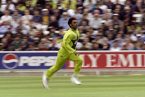 شعیب اختر، دنیا کا تیز ترین گیند باز جس نے 99ء کے عالمی کپ میلہ لوٹا (تصویر: Getty Images)