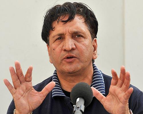 پاکستانی بلے باز نیٹ سیشنز کے دوران اسپنرز کے خلاف زیادہ سے زیادہ مشق کریں: عبد القادر (تصویر: AFP)