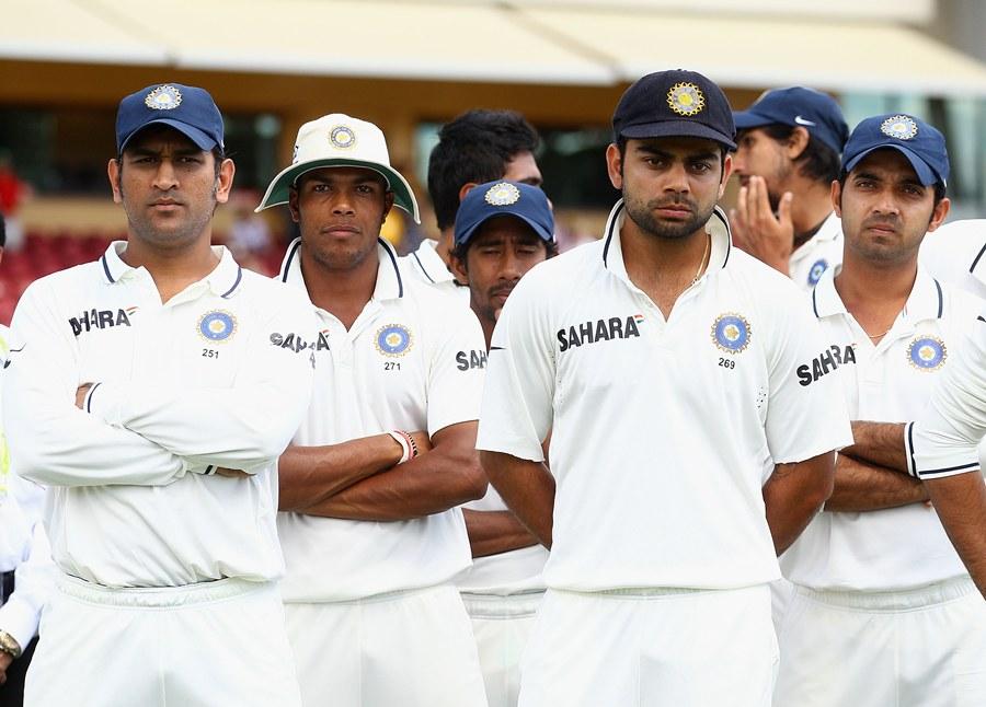 بھارت کا ناکام دستہ منہ لٹکائے تقسیم انعامات کی تقریب میں شریک ہے، ہو سکتا ہے ان میں سے چند چہرے دوبارہ کبھی بھارت کی نمائندگی نہ کر پائیں (تصویر: Getty Images)