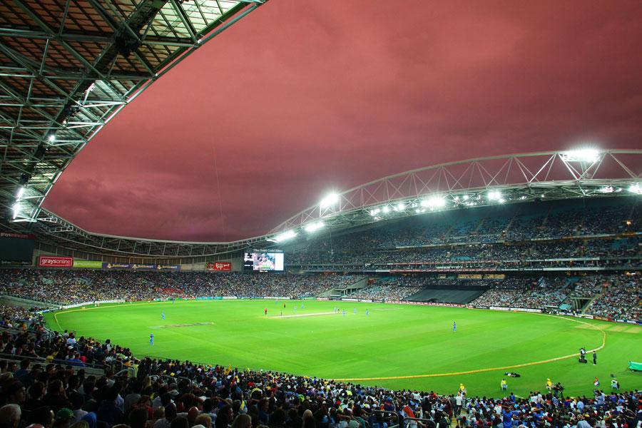 سڈنی 2000ء اولمپکس کے میزبان اسٹیڈیم آسٹریلیا نے پہلی بار کسی بین الاقوامی کرکٹ مقابلے کی میزبانی کی، جس میں ریکارڈ تماشائیوں نے شرکت کی (تصویر: Getty Images)