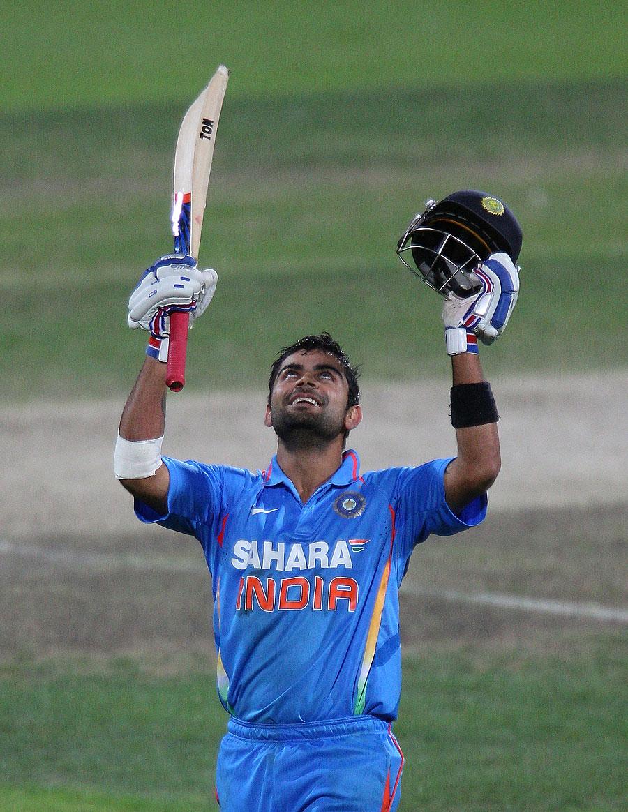 ویراٹ کوہلی کیریئر کی بہترین اننگز کھیلنے کے بعد جشن مناتے ہوئے (تصویر: Getty Images)