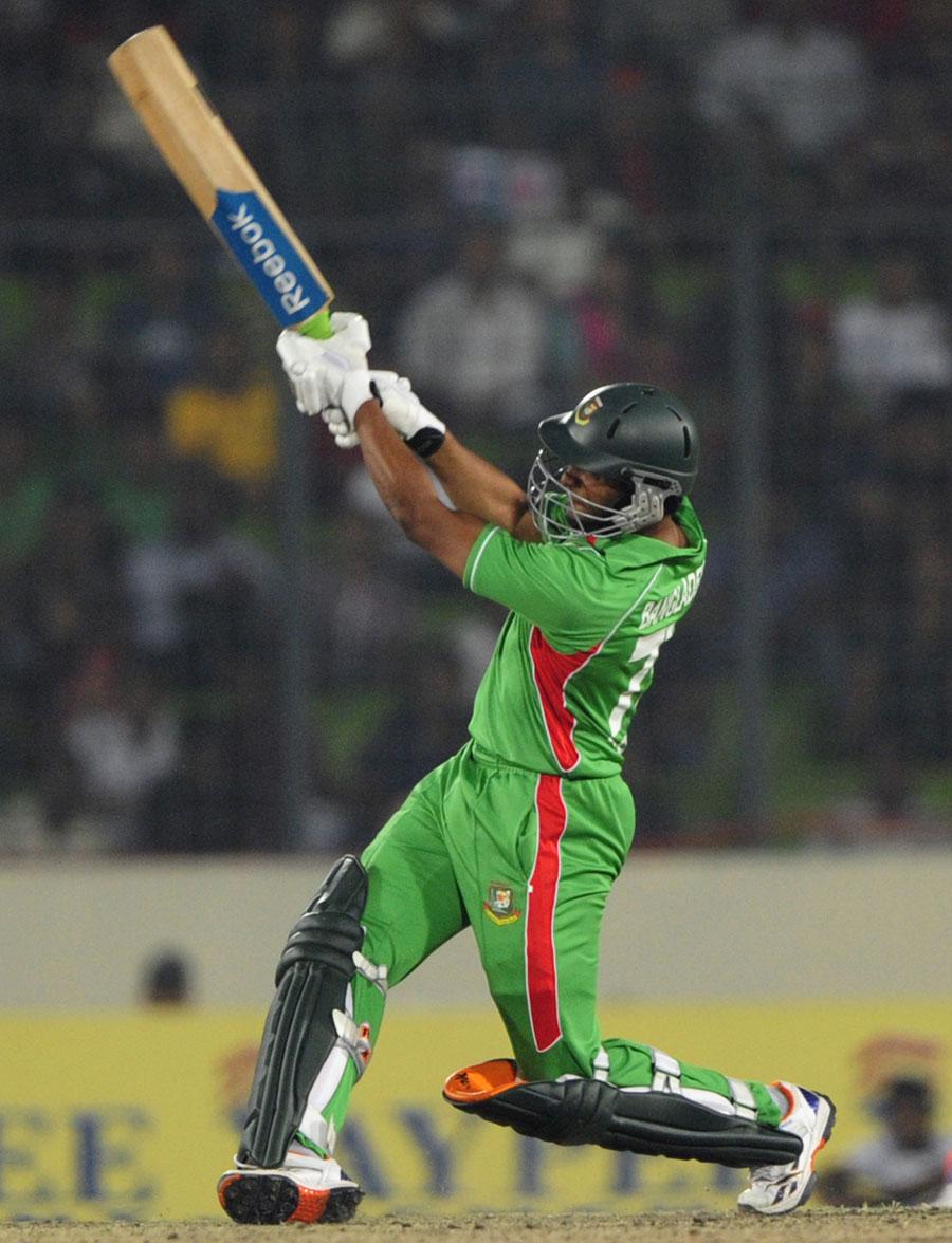 شکیب الحسن کی شعلہ فشانی نے بنگلہ دیش کا کام آسان کر دیا اور ایک تاریخی جیت تک پہنچا دیا (تصویر: AFP)