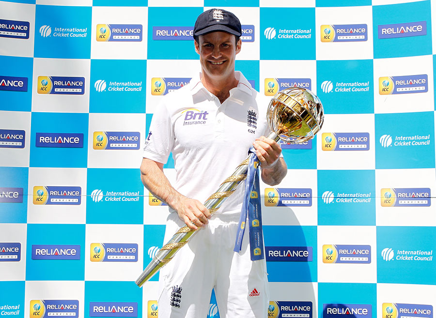 اینڈریو اسٹراس کے انگلستان کو رواں سال اپنی نمبر ون پوزیشن بچانے کے لیے کافی پاپڑ بیلنا پڑیں گے (تصویر: Getty Images)