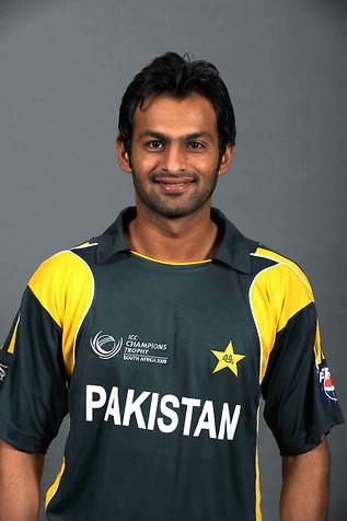 سابق پاکستانی کپتان کو کوئی پیشکش نہیں کی: ہمپشائر اور ایسکس کاؤنٹیز کا بیان (تصویر: Getty Images)