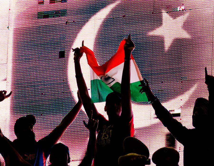 پاکستان نے آخری مرتبہ 2007 ء میں بھارت کا دورہ کیا تھا، اور اس کے بعد صرف عالمی کپ 2011 ء کے سیمی فائنل کی صورت میں ہی وہاں ایک مقابلہ کھیلاہے (تصویر: Getty Images)