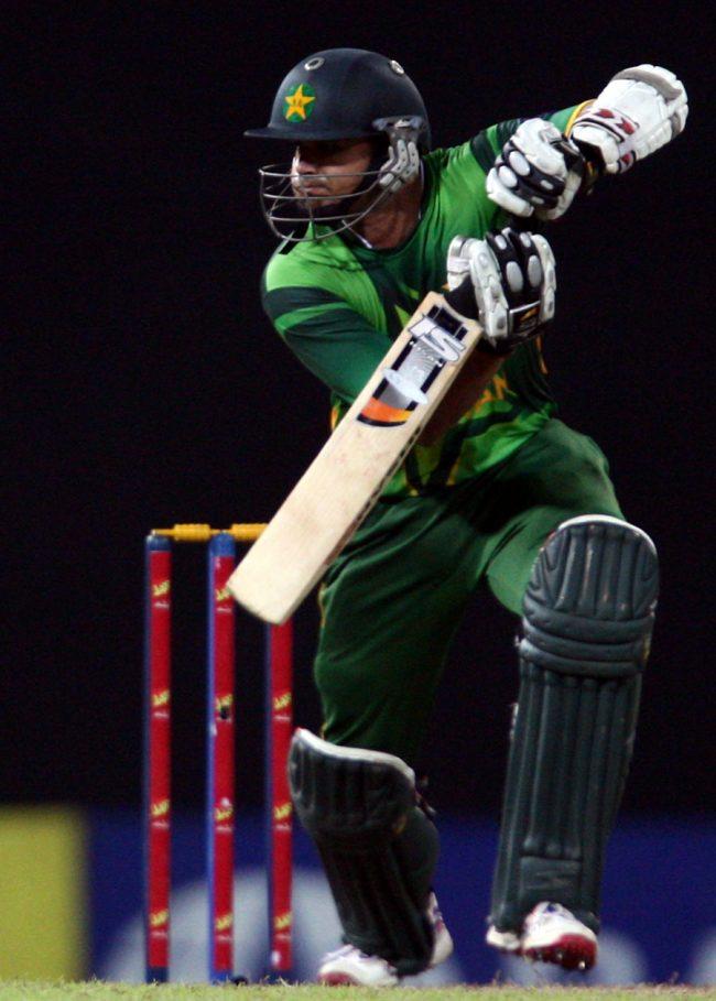 اظہر علی نے یہ کارنامہ محض اپنے آٹھویں ایک روزہ مقابلے میں انجام دیا (تصویر: AFP)
