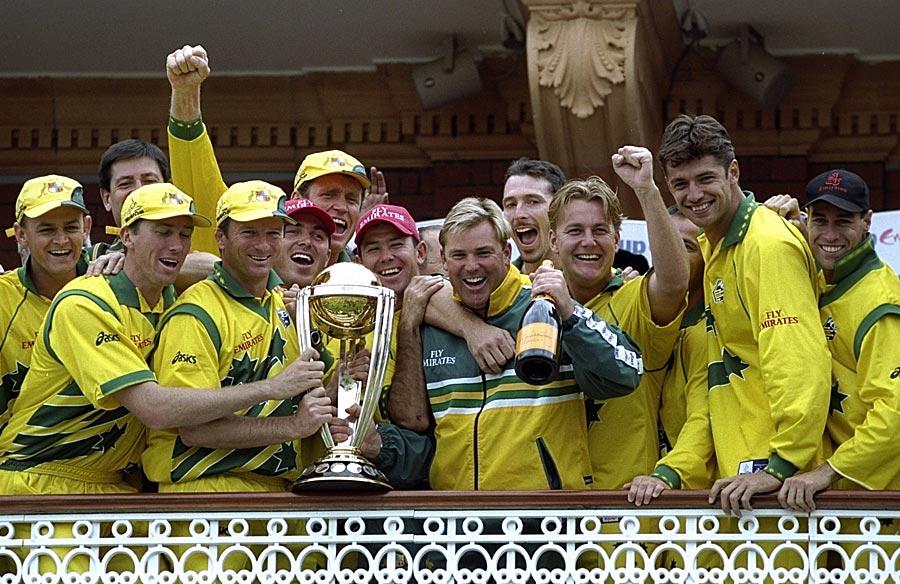 خوشی سے تمتماتے چہرے، دنیائے کرکٹ پر آسٹریلیا کی بادشاہت شروع ہونے کی غمازی کرتے ہوئے (تصویر: Getty Images)