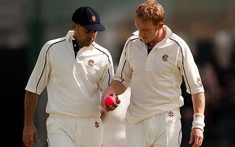 پاکستان گزشتہ دو سیزن سے قائد اعظم ٹرافی کے فائنل میں گلابی گیند کا کامیاب تجربہ کر رہا ہے، جو ڈے/نائٹ ٹیسٹ میچز میں استعمال ہوتی ہے (تصویر: PA)