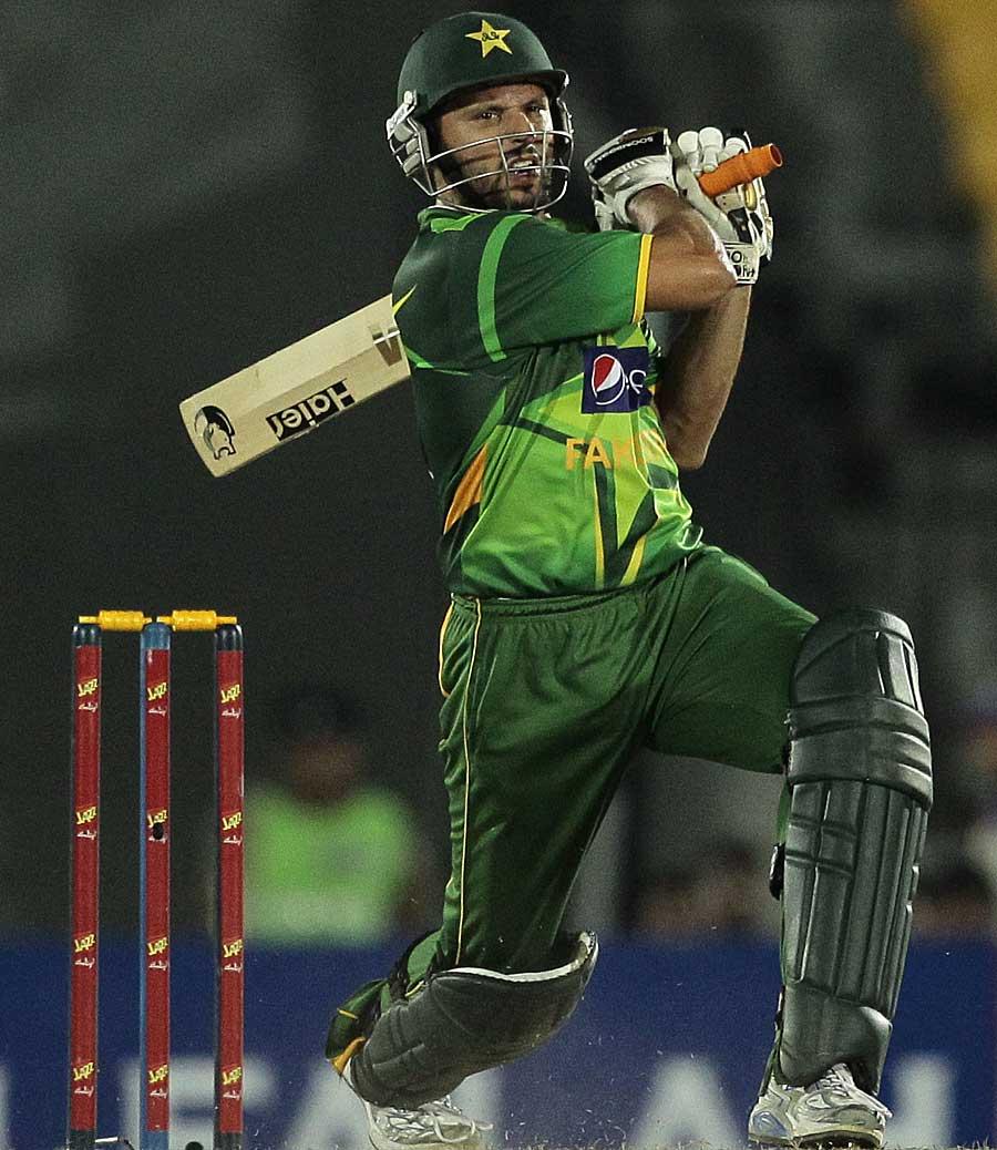 """شاہد آفریدی نے ٹی ٹوئنٹی میں سب سے زیادہ مرتبہ """"میچ کے بہترین کھلاڑی"""" کا اعزاز پانے کا ریکارڈ قائم کیا (تصویر: AP)"""