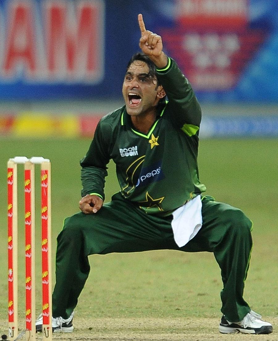 محمد حفیظ پاکستان کے ان گنے چنے باؤلرز میں شامل ہو چکے ہیں جنہوں نے نمبر ایک پوزیشن حاصل کی (تصویر: AFP)