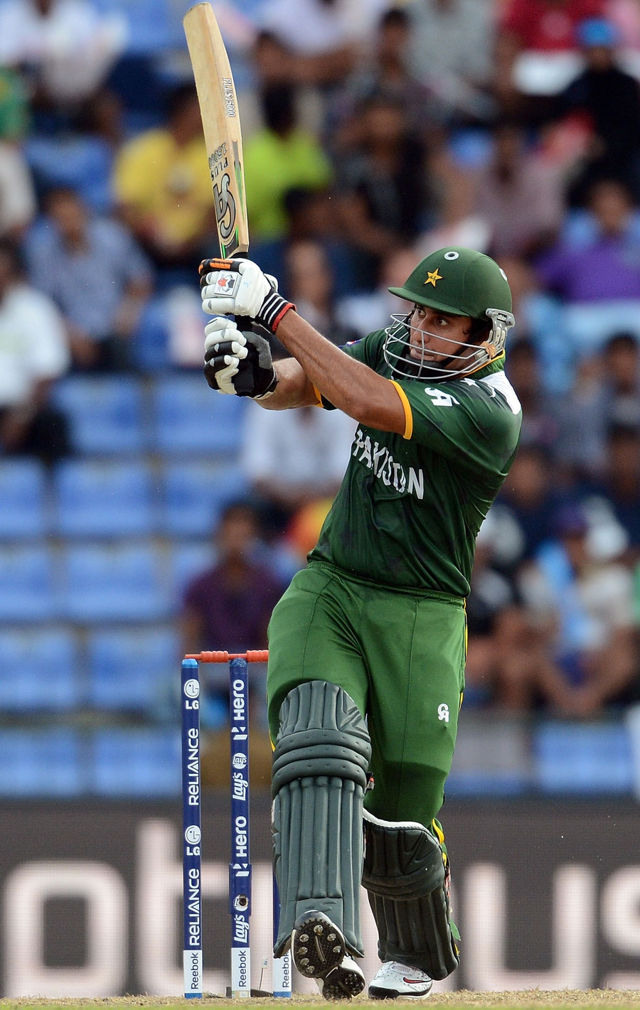 ناصر جمشید کے 56 رنز پاکستان کی جانب سے بہترین اسکور رہے، انہوں نے محض 35 گیندیں کھیلیں (تصویر: AFP)