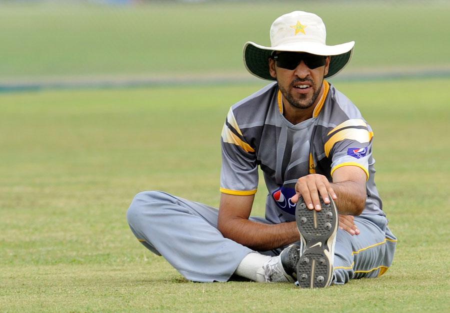 اب یہ باؤلنگ محمد اکرم کا امتحان ہے کہ وہ تیز گیند بازوں کے ساتھ مل کر منصوبہ بندی کریں (تصویر: AFP)