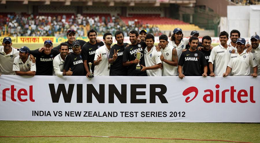 بھارت کا دستہ 2-0 کی شاندار فتح کے بعد جشن مناتے ہوئے (تصویر: AP)
