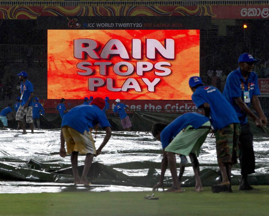 میچ سے قبل، آئرش اننگز کے ابتدائی لمحات اور پھر اختتام پر ہونے والی تیز بارش سے مقابلہ ممکن نہ رہا (تصویر: AP)