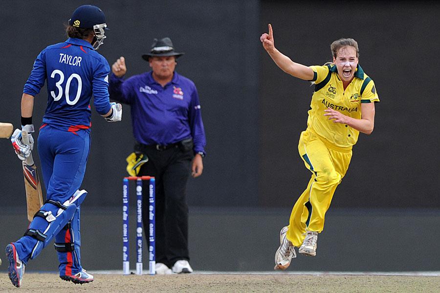 خواتین میں آسٹریلیا نے اپنے اعزاز کا کامیابی سے دفاع کیا اور پورے ٹورنامنٹ میں ناقابل شکست رہنے والے انگلستان کو زیر کیا (تصویر: AFP)