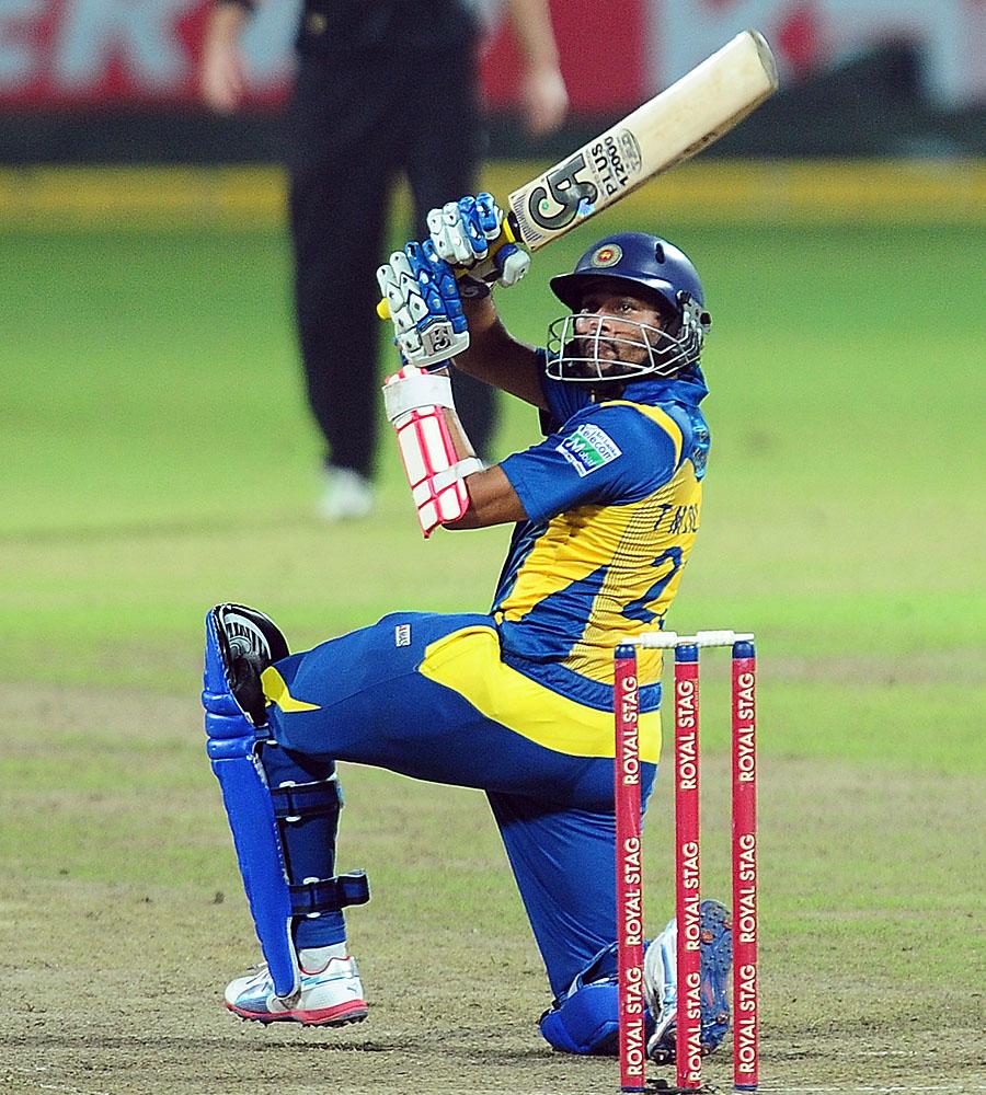 تلکارتنے دلشان کی 102 رنز کی ناقابل شکست اننگز نے سری لنکا کو فتح سے ہمکنار کیا (تصویر: AFP)