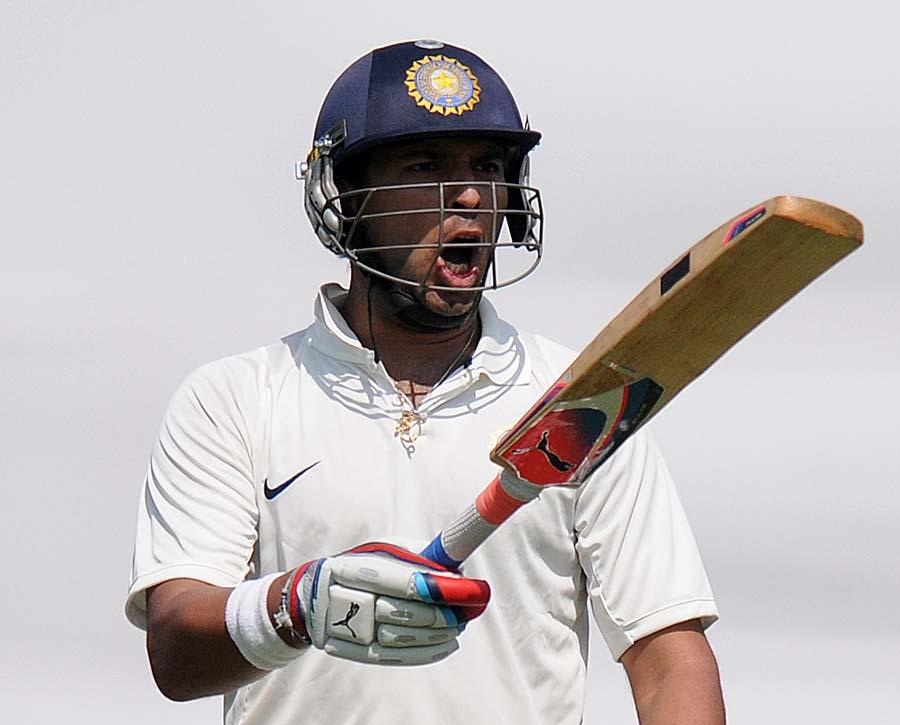 یووراج سنگھ نے چند روز قبل انگلستان کے خلاف بھارت 'اے' کی جانب سے 59 رنز بنا کر اپنی اہلیت ثابت کرنے کی کوشش کی ہے (تصویر: AFP)