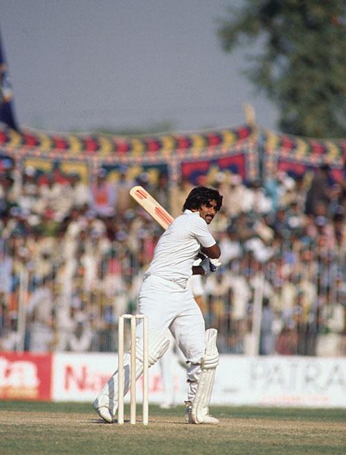 جاوید میانداد نے 100 ویں ٹیسٹ میں بھارت کے خلاف سنچری بنا کر اپنا نام ریکارڈ بک میں لکھوایا (تصویر: Getty Images)