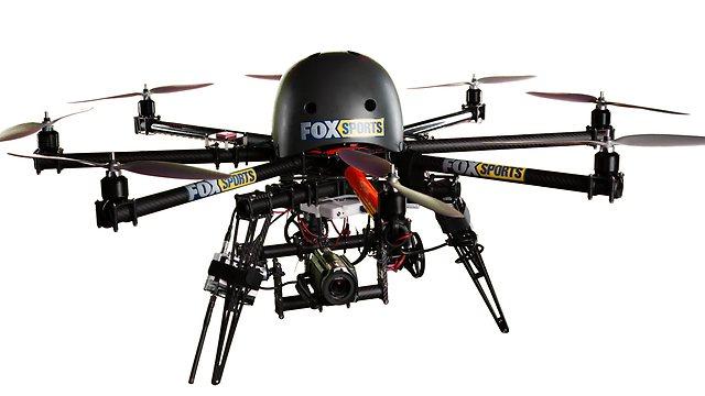 یہ ننھا ہیلی کاپٹر کیمرہ شائقین کرکٹ کو ان زاویوں سے میچ مناظر پیش کرے گا، جو انہوں نے کبھی نہیں دیکھے (تصویر: Fox Sports)