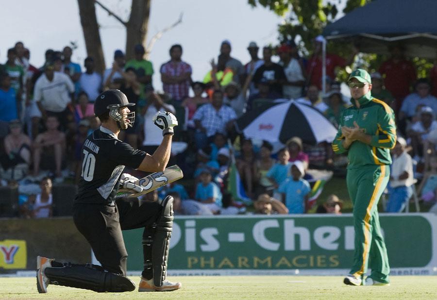 جیمز فرینکلن نے ناقابل شکست 47 رنز کے ساتھ نیوزی لینڈ کا بیڑہ پار لگایا (تصویر: AFP)