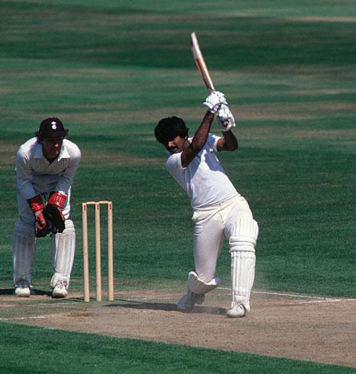 یہ وہی مقابلہ تھا، جس میں عمران خان نے اس وقت پاکستانی اننگز ڈکلیئر کرنے کا اعلان کیا جب میانداد 280 رنز پر کھیل رہے تھے (تصویر: Getty Images)