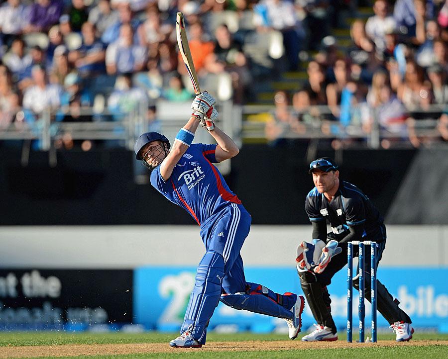 Luke Wright hits out, New Zealand v England, 1st T20, Auckland, February 9, 2013