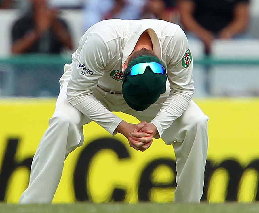 بھارت کے خلاف تین-صفر کے مارجن سے تاریخی شکست مائیکل کلارک کے حصے میں لکھی تھی، جو چوتھا ٹیسٹ بھی نہیں کھیل پائیں گے (تصویر: BCCI)