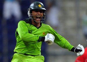 جنوبی افریقہ کے خلاف کسی پاکستانی بلے باز کی آخری سنچری عبد الرزاق نے بنائی، جب انہوں نے ابوظہبی میں 109 رنز کی فاتحانہ باری کھیلی تھی (تصویر: AFP)