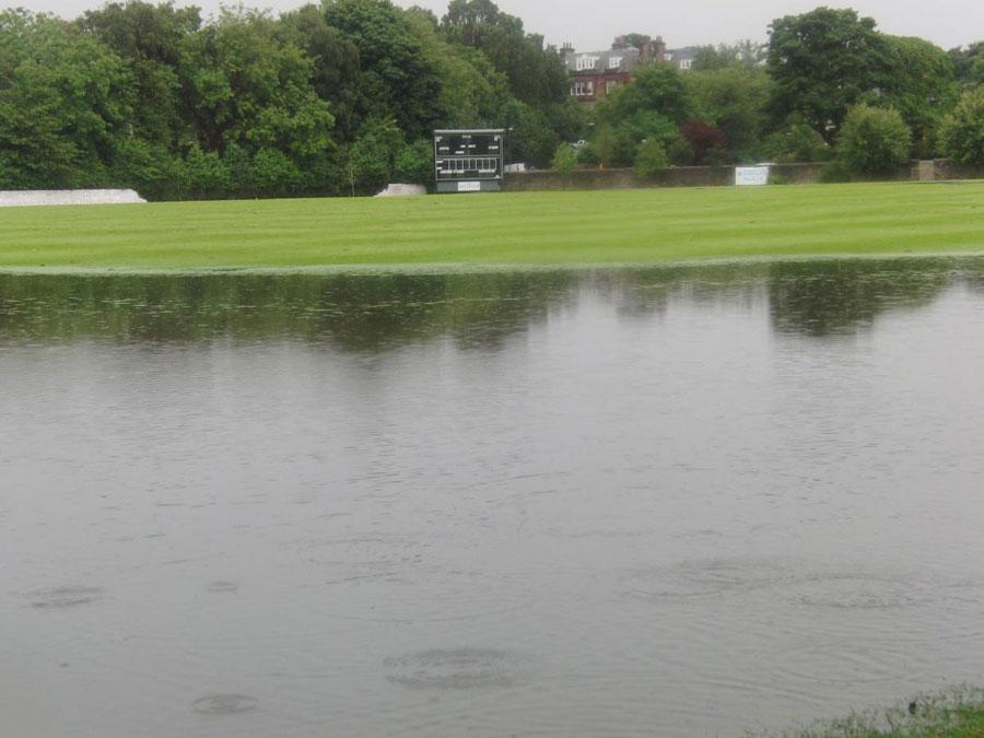 """یہ میدان کچھ عرصہ قبل یہ """"نظارہ"""" بھی پیش کر چکا ہے (تصویر: Cricket Scotland)"""