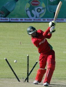 زمبابوے کے 78 پر دو کھلاڑی آؤٹ تھے لیکن پوری ٹیم 148 رنز پر ڈھیر ہوئی (تصویر: AFP)